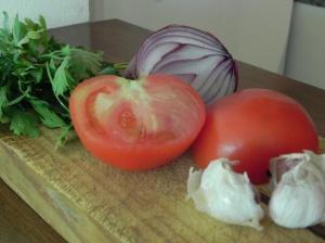 Ajo,  tomate, cebolla y pereji
