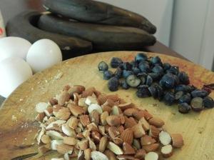 Almendras,  arándanos, huevo y banana