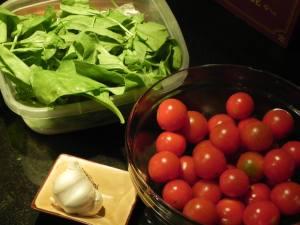 Ensalada tibia de espinaca y tomate